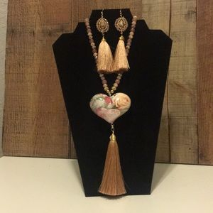 Jewelry - Set of necklace and earrings